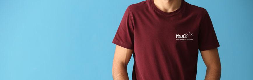 Uomo indossa maglietta Youco per YouAcademy